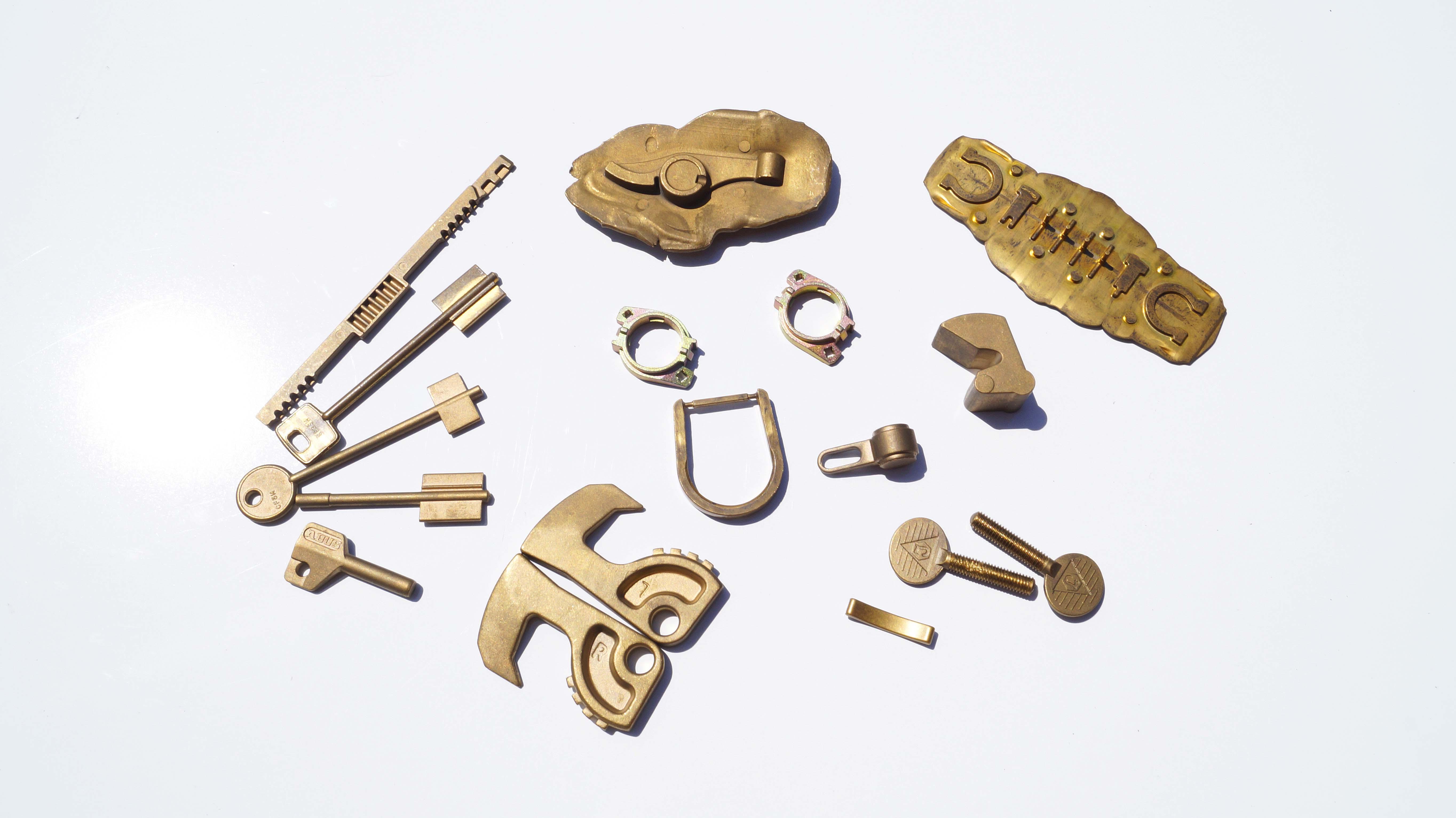 Esempi di stampaggio chiavi in ottone, fibbie e accessori settore moda